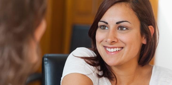 employee-referral--two-women-talking